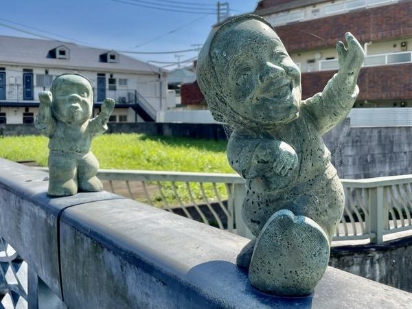新海老川橋のばか面踊りのオブジェ