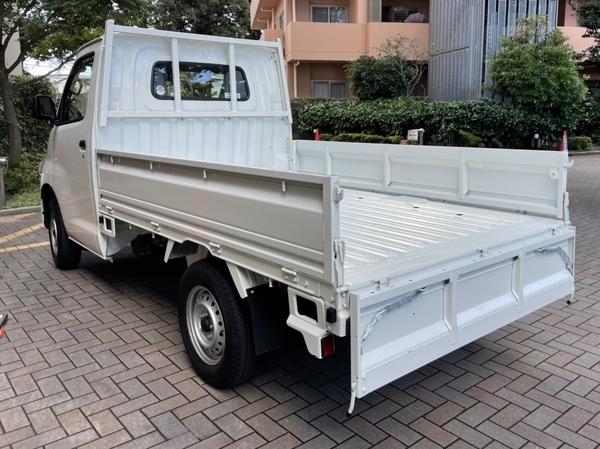 レンタカーのトラック
