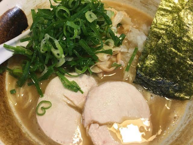 濃厚鶏醤油ラーメン+ネギ