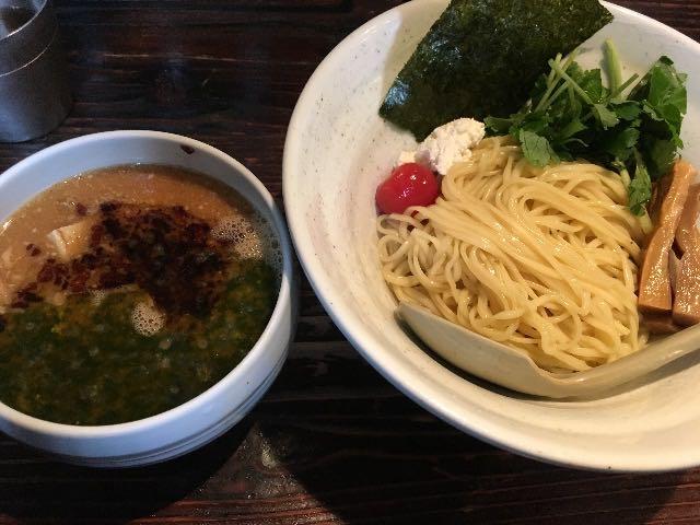 バジルソースの味噌つけ麺
