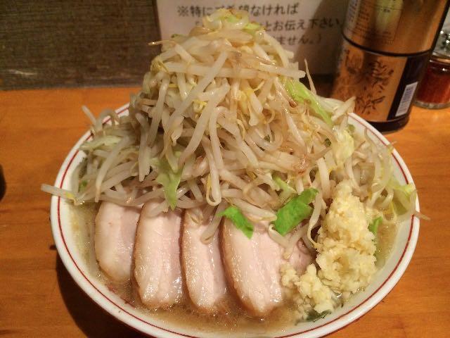 小ラーメン豚入り(ヤサイニンニクカラメ)