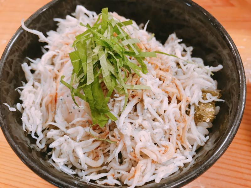 半熟玉子と君栄丸のシラス丼
