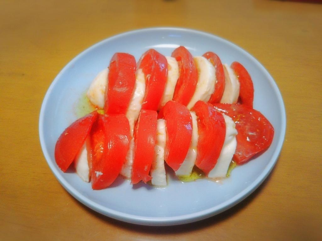トマトとモッツアレラチーズのカプレーゼ