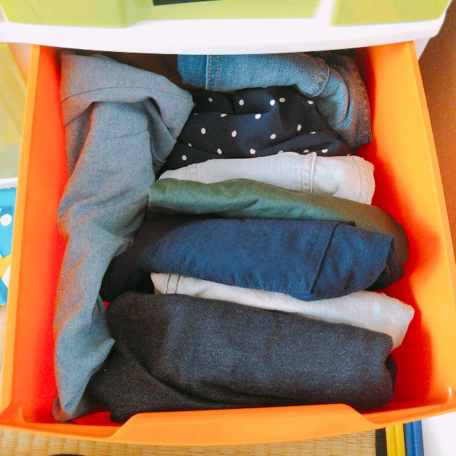 子ども服を引き出しに収納する