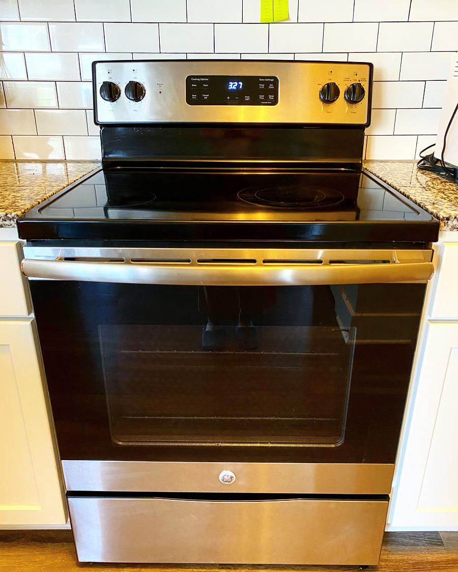 アメリカの電気コンロとオーブンの写真