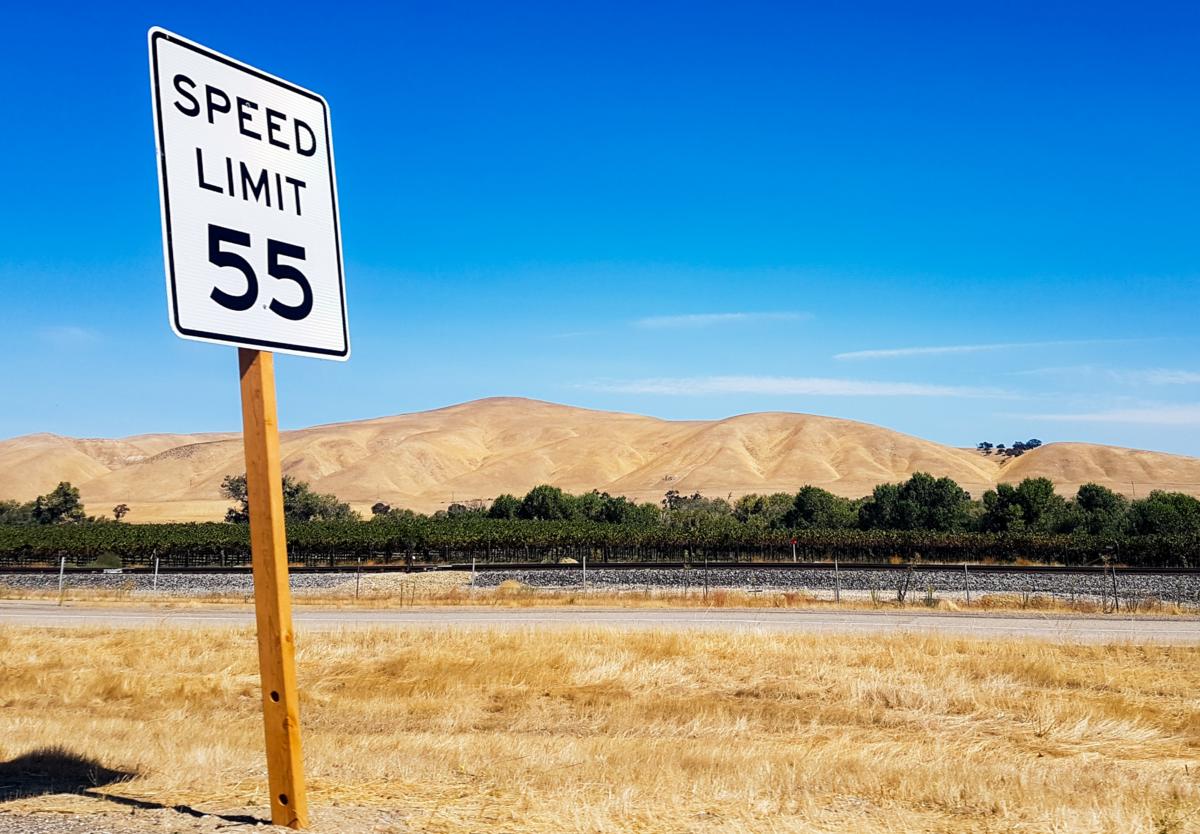 制限スピード標識