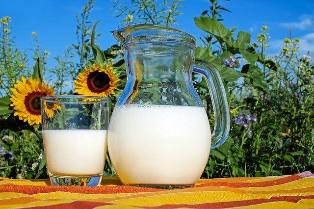 自然の中のミルク