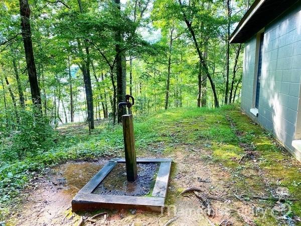 キャンプ場の水道の写真