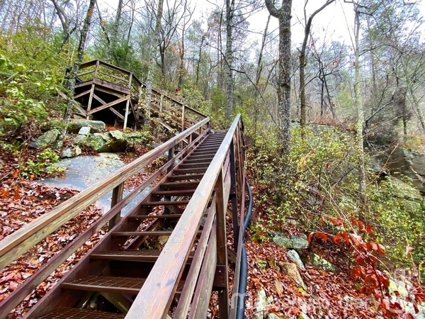 トレイルの階段