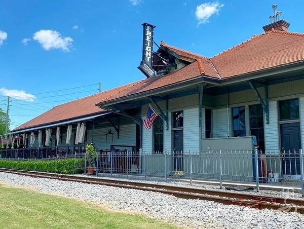 鉄道の見えるレストラン
