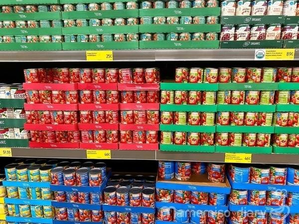 缶詰めの棚