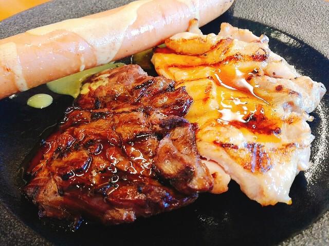 焼き目がついて美味しそうなステーキ