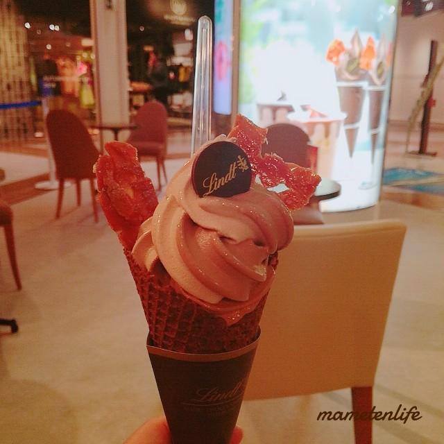 ミルクチョコレートとビターチョコレートのミックスソフトクリーム