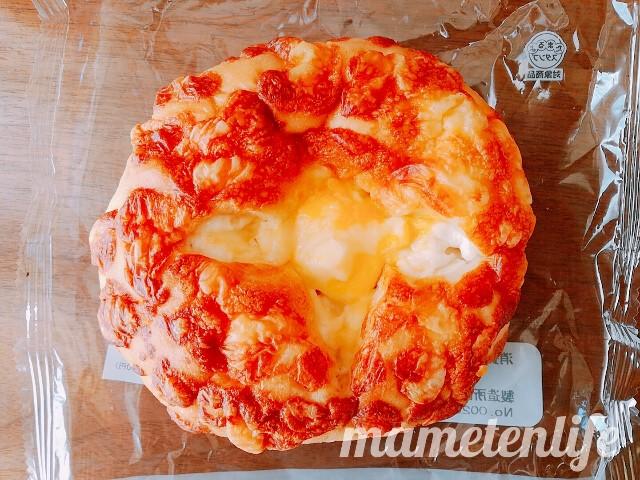 ローソンマチノパンチーズチーズブールの表面