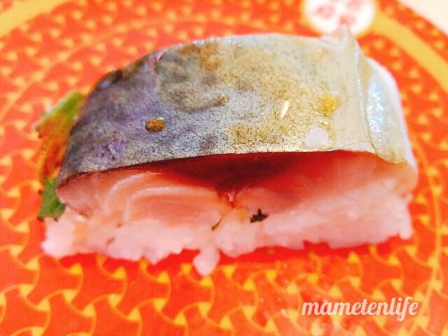 はま寿司のしめさば押しずしにポン酢をかけたところ