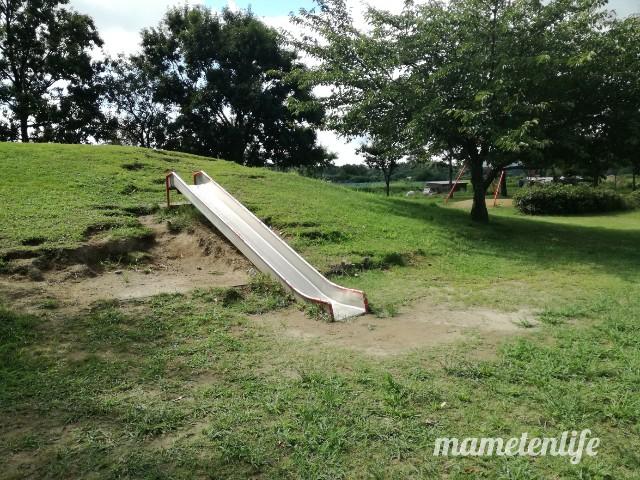上堰潟公園の低いすべり台
