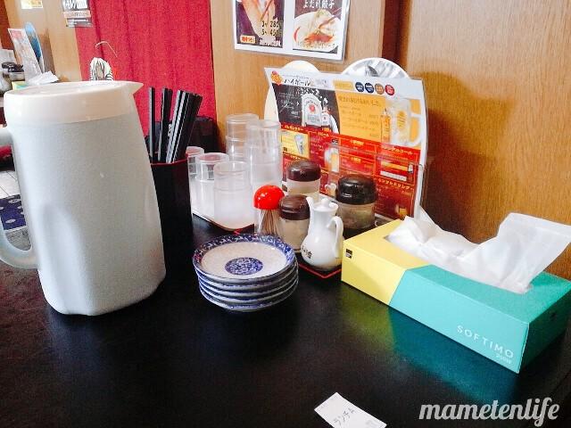 海老寿DELUX(エビスデラックス)の座敷席に置いてあるお皿など
