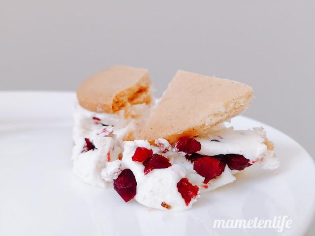 ローソンザクバタベリベリチーズのクリームが出てきたところ