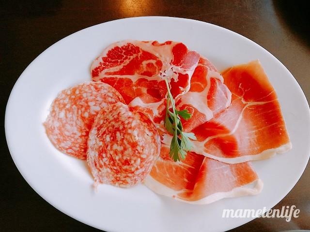 ラ・ポルタブルー(Pizzeria eBar LA PORTA BLU)の生ハムやサラミの盛り合わせ