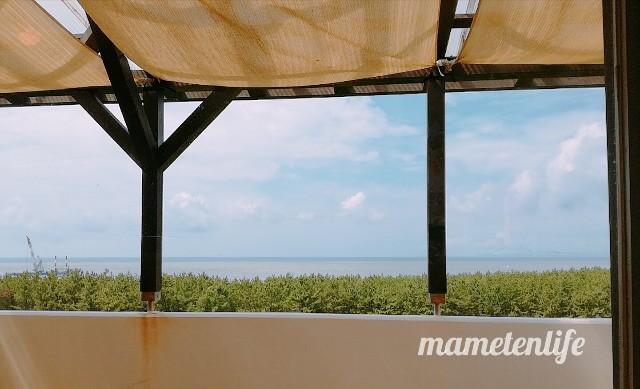 ラ・ポルタブルー(Pizzeria eBar LA PORTA BLU)の海側の席から見た景色