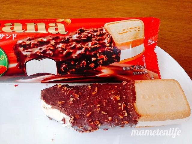 ロッテガーナ&チョコクッキーサンドのパッケージを現物を並べたところ