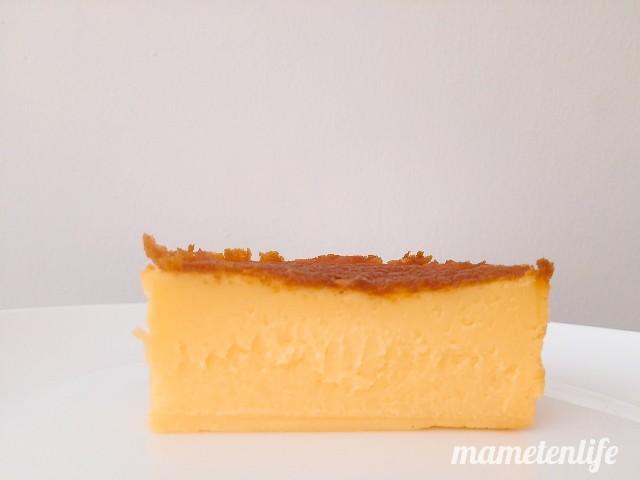 セブンイレブンのバスクチーズケーキの断面