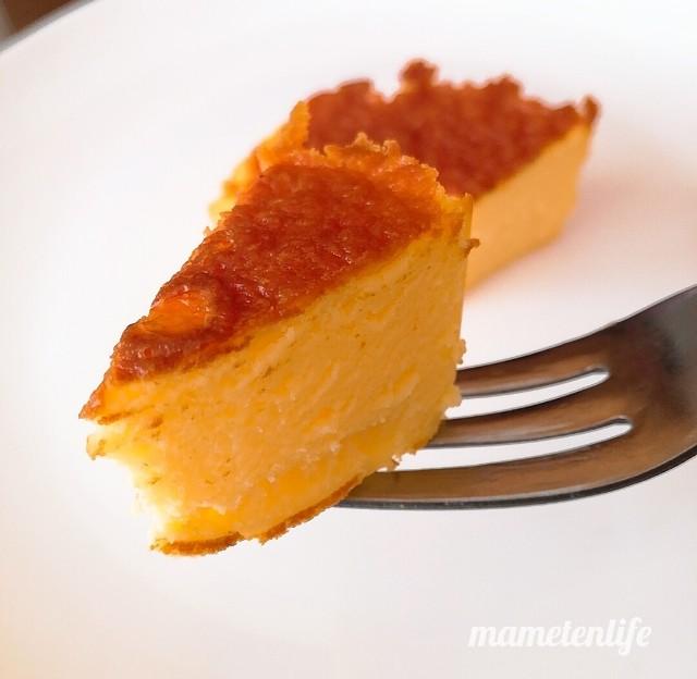 セブンイレブンのバスクチーズケーキを一口サイズに切ったところ
