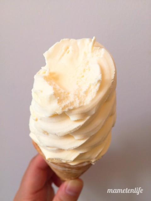 セイコーマート北海道チーズを一口食べたところ
