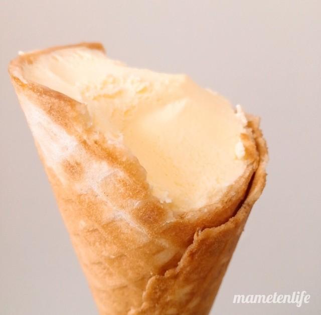 セイコーマート北海道チーズのワッフルコーンのアップ