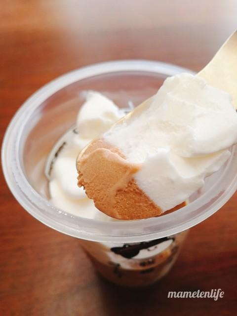 ファミリーマートたべる牧場コーヒーのミルクアイスとコーヒーアイスをミックスしたところ