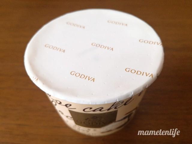 ゴディバ(GODIVA)チーズケーキ エ ショコラのフタを開けたところ