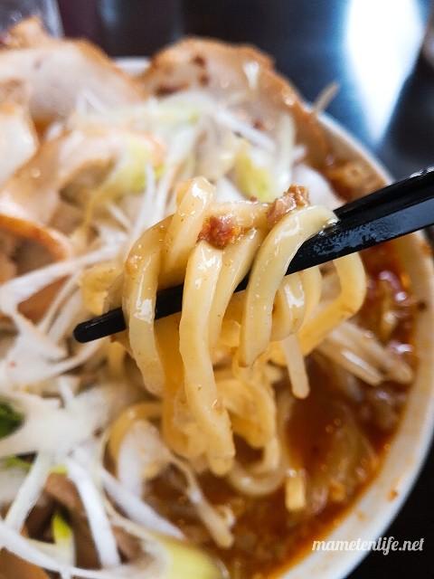 暁天の肉カレーラー麺の麺リフト