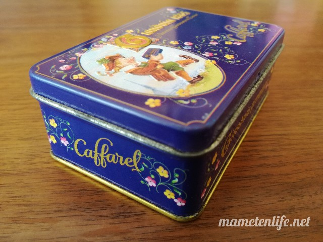 カファレルのジャンドゥーヤ缶の側面