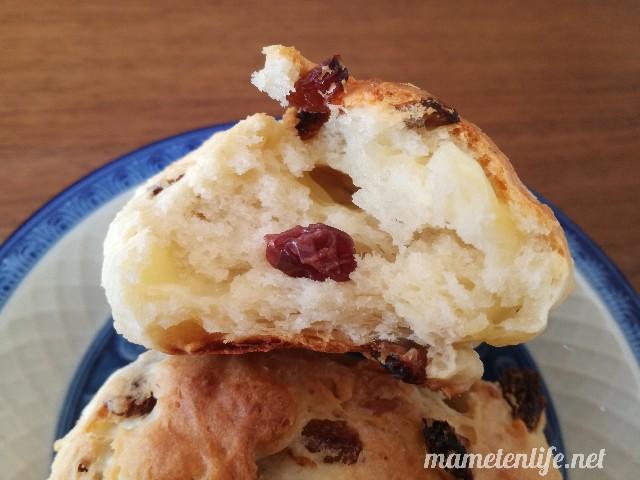 発酵なしヨーグルトパン(レーズンチーズ入り)の断面