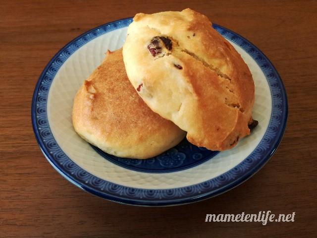 発酵なしヨーグルトパンのアレンジしたレシピのパンが焼きあがったところ