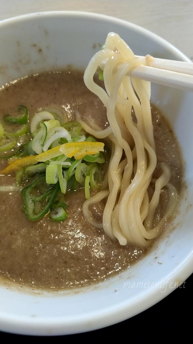 麺の風祥気の鶏搾りつけそばのスープに沈まない麺