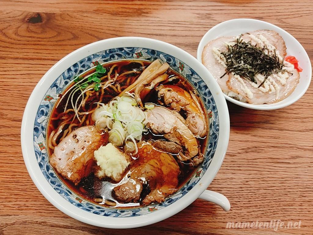 新潟市西区にあるRamen蓮(ラーメンれん)の黒醤油らぁめんとチャーシュー丼