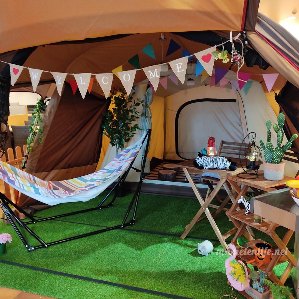 GriLL CamP(グリルキャンプ)新潟店の入口近くにあるテント