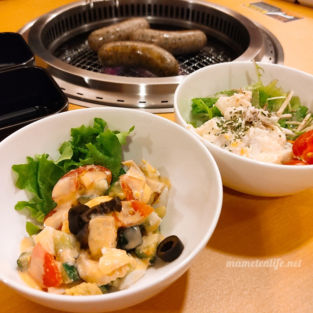 GriLL CamP(グリルキャンプ)新潟店のコブサラダとポテトサラダ