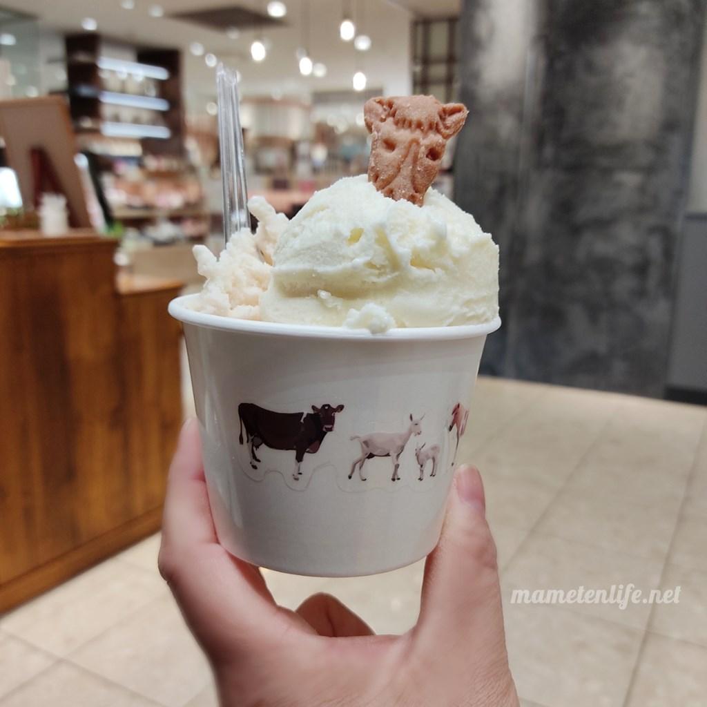 加勢牧場新潟伊勢丹店のガンジーアイスクリームダブル ゴールデンミルクとストロベリー
