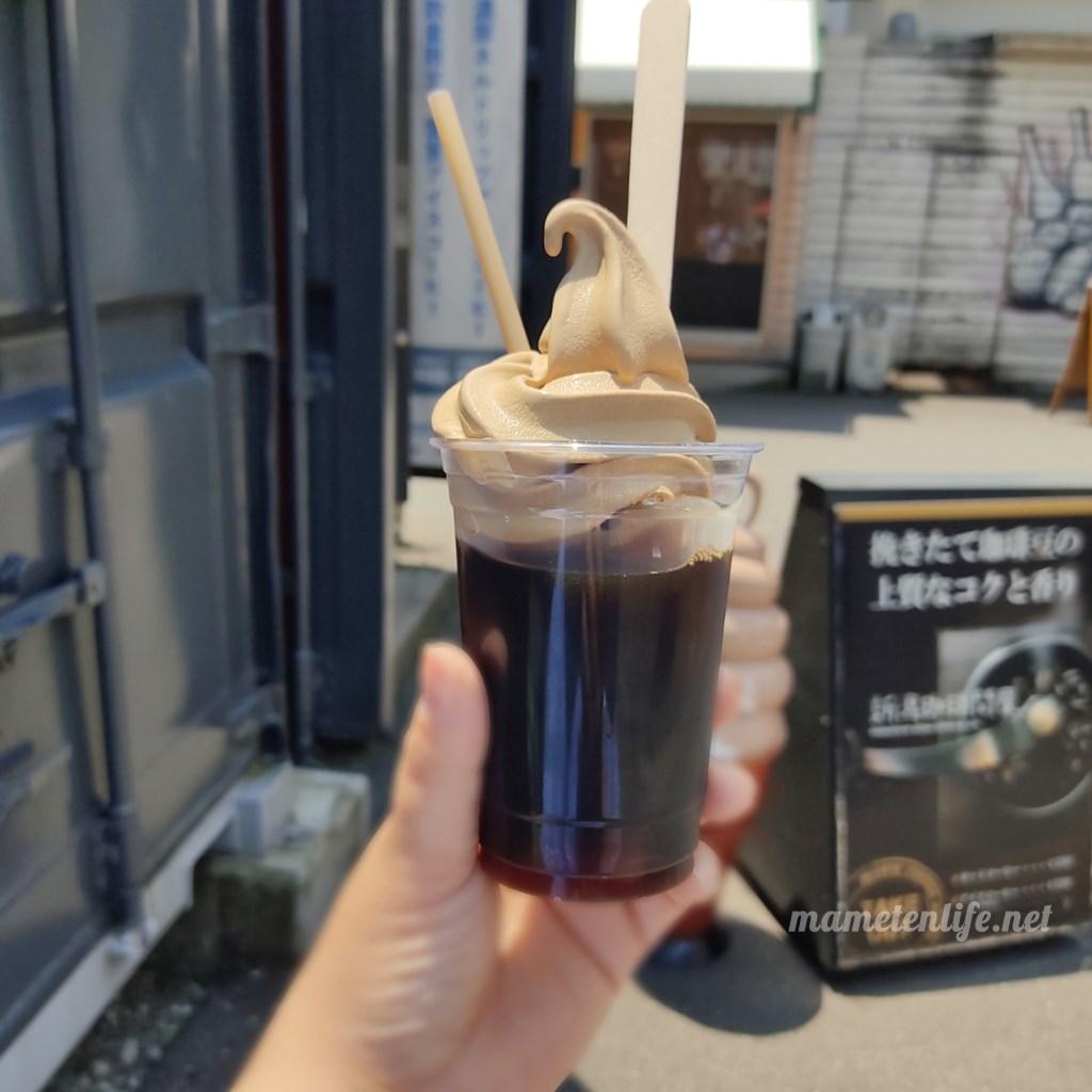 新潟珈琲問屋で期間限定販売されている良寛コーヒーソフトをトッピングしたコーヒーフロート