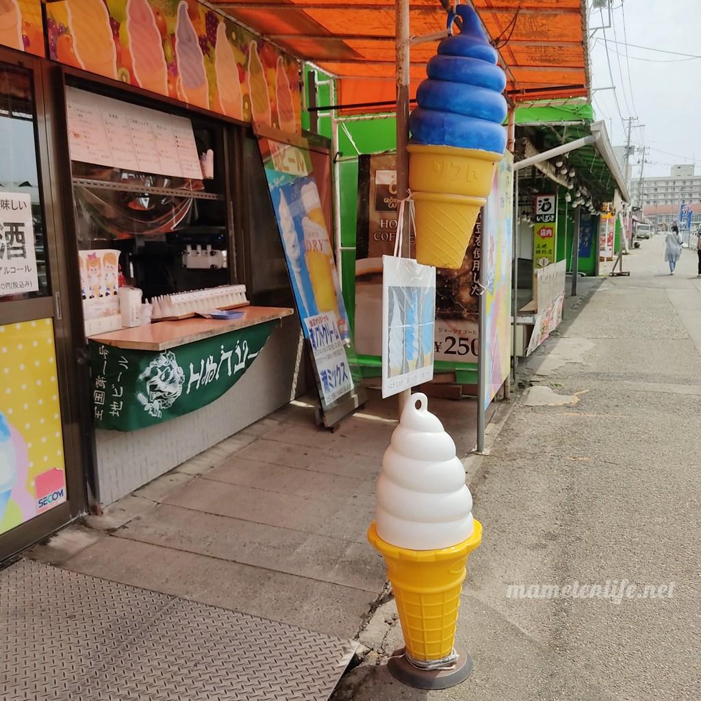長岡市寺泊シルクロードの青いソフトクリーム看板