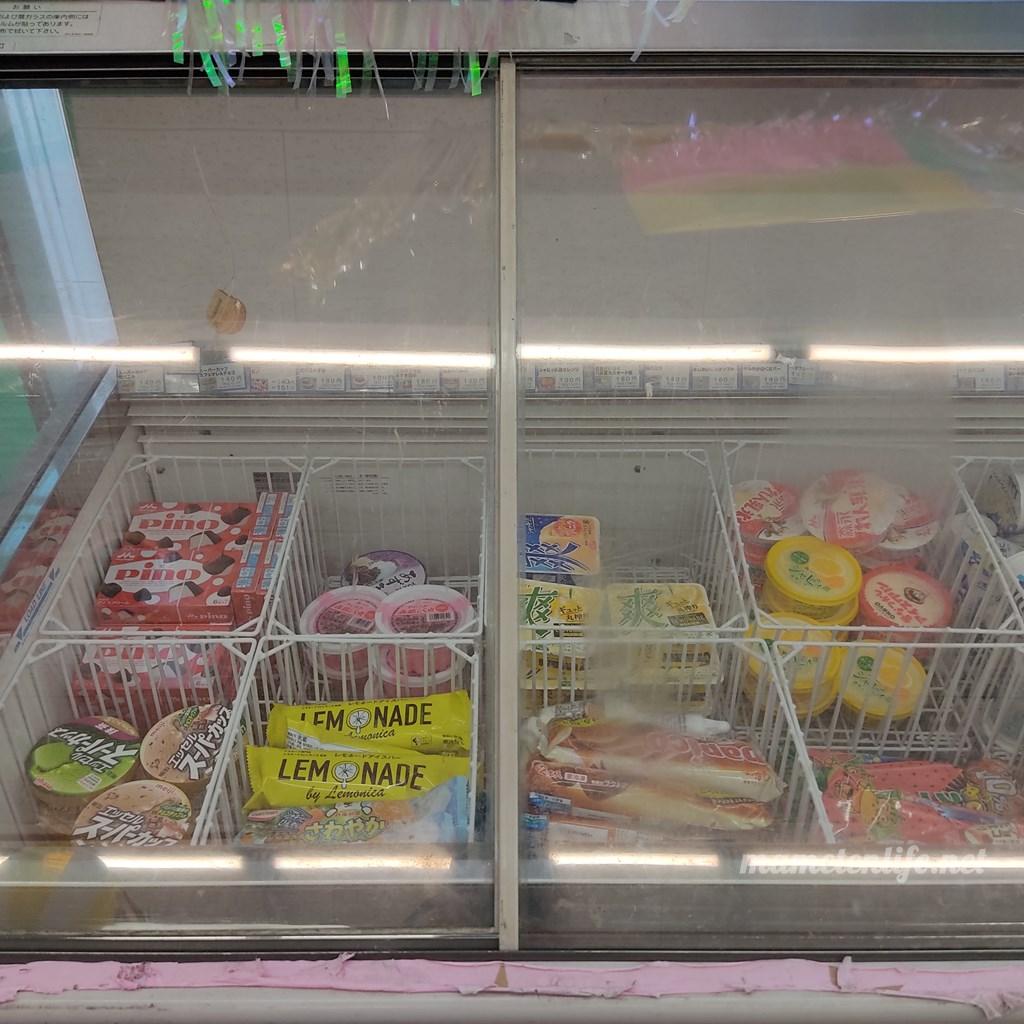 デイリーヤマザキ新潟大島店のアイスのショーケース