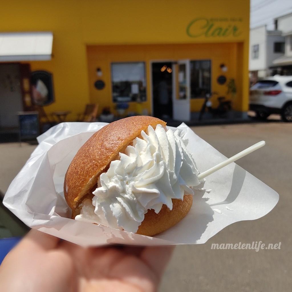 パンとジェラートの店クレールのブリオッシュ・コン・ジェラート+panna(アマレーナジェラート+生クリーム)