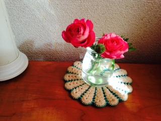 娘の机に飾ったラナンキュラス 画像