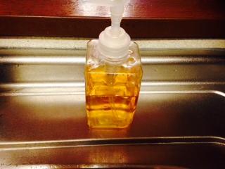 食器用洗剤として容器に詰め替えて使っているパックス液体石けん画像