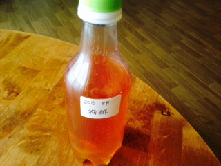 自家製梅酢を詰めたペットボトル画像
