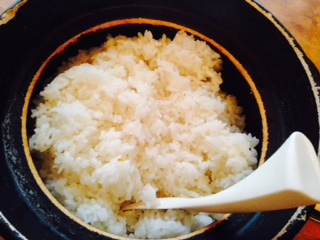 土鍋で炊いたご飯画像