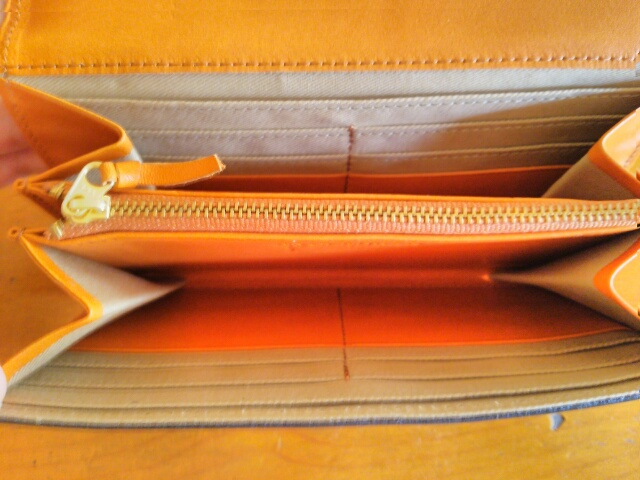 クレドラン 長財布 中のポケット画像