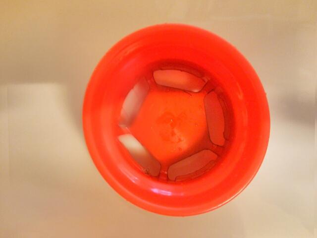 酸素系漂白剤できれいになった水筒の蓋画像
